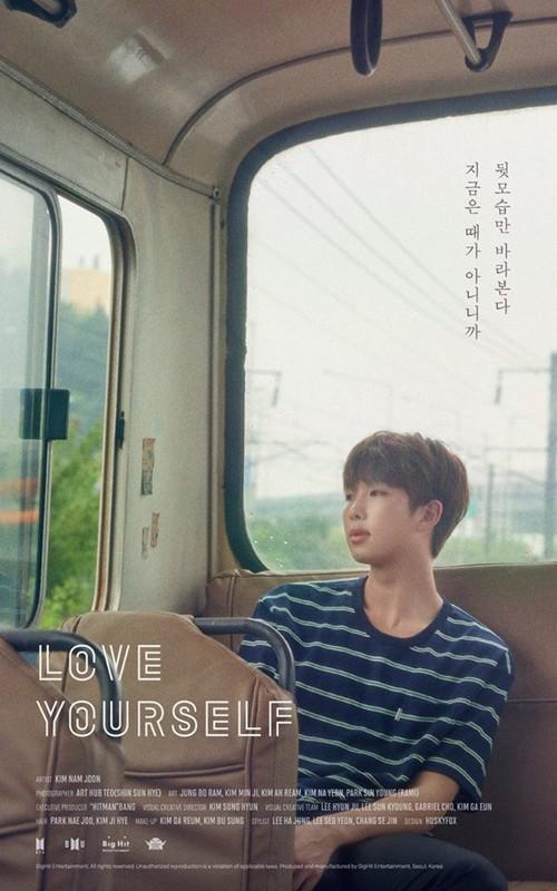 Jin cầm loài hoa không tồn tại trong ảnh nhá hàng mới của BTS - Ảnh 4.