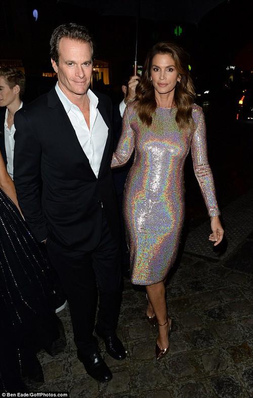 Hai con nhà Cindy Crawford đẹp hoàn hảo như công chúa, hoàng tử tại sự kiện - Ảnh 5.