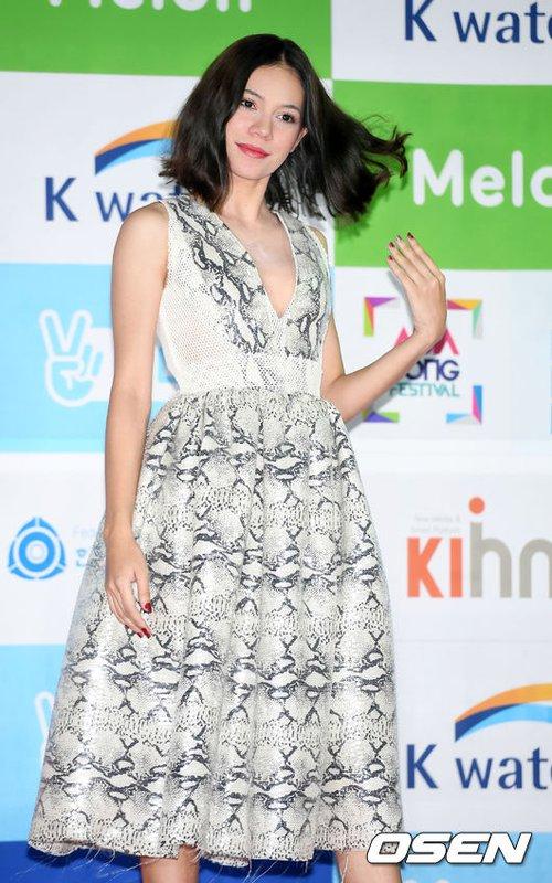 Thảm đỏ Asian Song Festival: Đông Nhi được báo Hàn khen ngợi hết lời, sánh bước bên loạt sao thế giới - Ảnh 16.