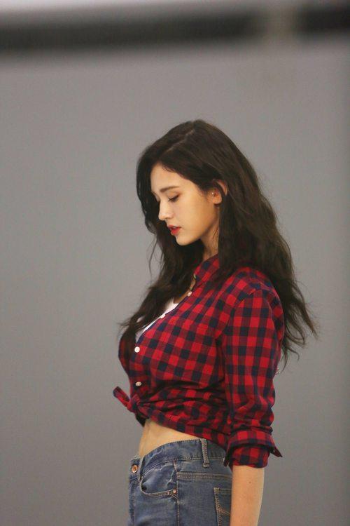 Mới sinh năm 2001 đã sở hữu body xuất sắc, Bông hồng lai nhà JYP đang khiến dân tình mê mẩn đây này! - Ảnh 9.