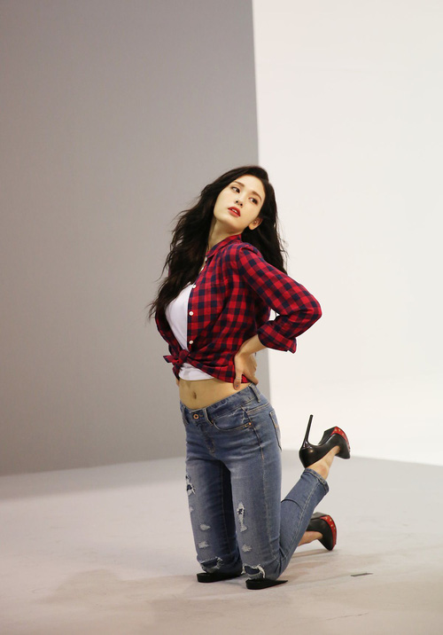Mới sinh năm 2001 đã sở hữu body xuất sắc, Bông hồng lai nhà JYP đang khiến dân tình mê mẩn đây này! - Ảnh 7.