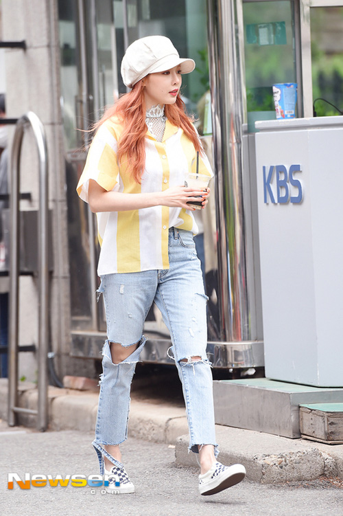 Minh Hằng & HyunA đọ trình mix đồ xuyên thấu cho street style, ai đẹp hơn? - Ảnh 2.