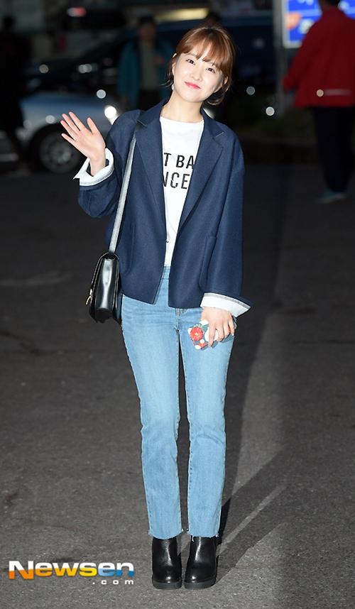 Lan Khuê diễn sâu trên phố Tokyo với áo dài, Selena Gomez tròn trịa vẫn thích mặc hở - Ảnh 12.