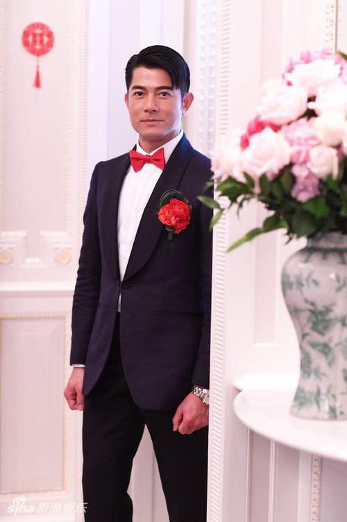 Cuối cùng cô dâu hotgirl đã xuất hiện, Quách Phú Thành nghẹn ngào xúc động trong hôn lễ - Ảnh 6.