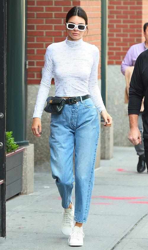 Hết Kendall Jenner, tới lượt sao và hot girl Việt thi nhau lăng xê mốt túi ngang hông - Ảnh 3.