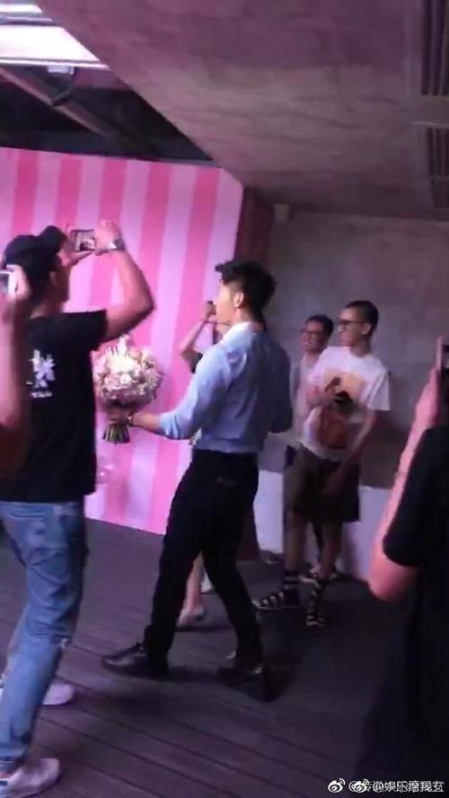 HOT: Phạm Băng Băng rơi nước mắt khi được Lý Thần cầu hôn trong ngày sinh nhật tuổi 36 - Ảnh 7.