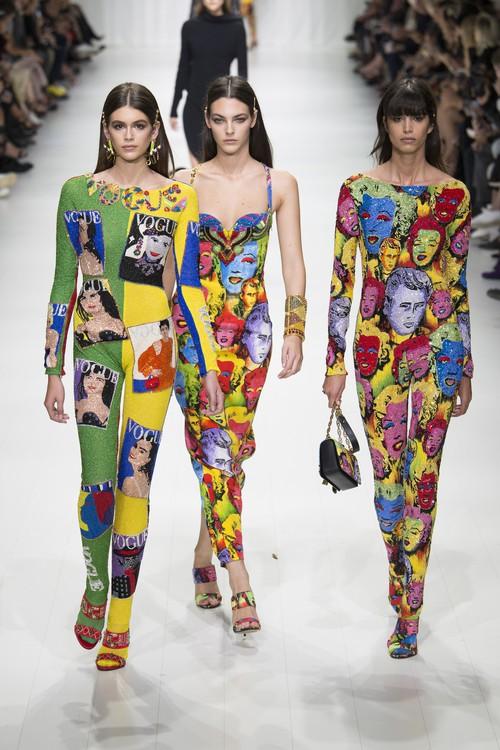Hội chị em bạn dì siêu mẫu huyền thoại từ thời bố mẹ mình đã quy tụ đầy đủ trên sàn diễn Versace - Ảnh 15.