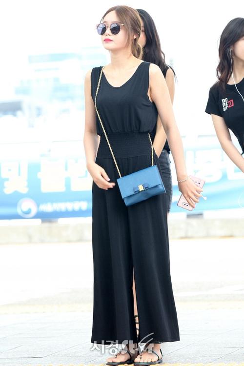 Cuộc chiến nhan sắc sân bay: SNSD có đủ sức đánh bại được chân dài đình đám Seolhyun (AOA)? - Ảnh 16.
