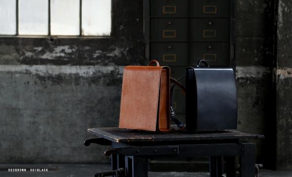 Balo Otona Randsel gồm 2 gam màu đen và nâu đậm sang trọng, lịch lãm.