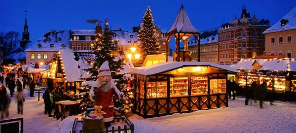 Thị trường bán đồ Giáng sinh ở Đức rất đông đúc và rộng lớn, gần 150 ngôi chợ bán đồ Giáng sinh được dựng lên trên cả nước.
