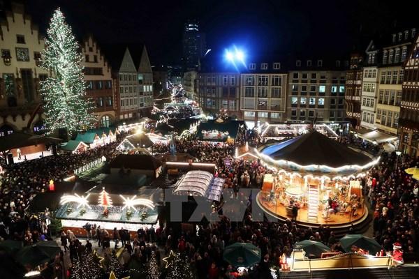 Những khu chợ Giáng sinh lộng lẫy cho du học sinh ở châu Âu - Ảnh 2.