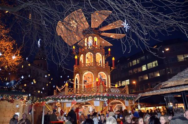Những khu chợ Giáng sinh lộng lẫy cho du học sinh ở châu Âu - Ảnh 9.