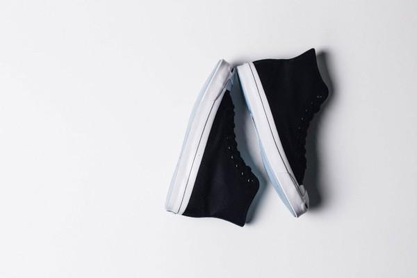 Đọ độ hot của các mẫu giày sneaker lên kệ những ngày cuối năm - Ảnh 9.