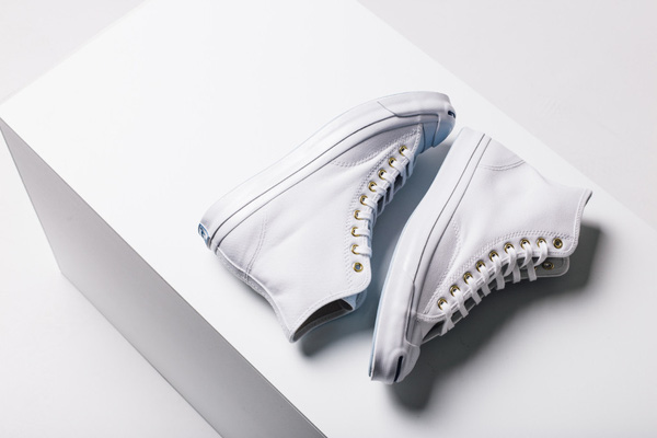 Đọ độ hot của các mẫu giày sneaker lên kệ những ngày cuối năm - Ảnh 10.