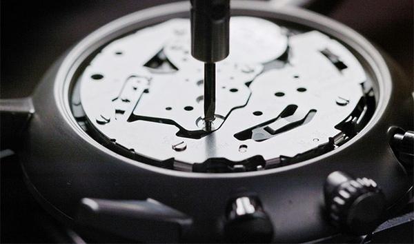 Đẳng cấp với đồng hồ thủ công giới hạn Dh8-1450881236194