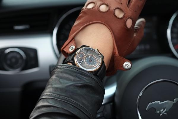 Đồng hồ đeo tay lấy cảm hứng từ xe hơi Photo-1-1451534930667
