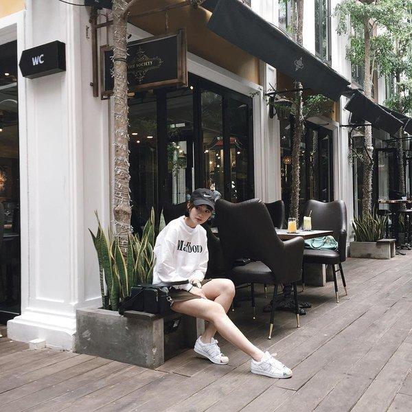Giới trẻ Việt quay lại mê mệt mũ lưỡi trai cổ điển - Ảnh 7.