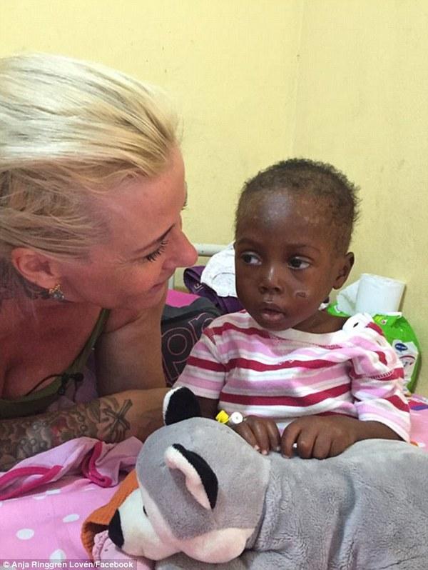 Bức ảnh đau lòng về cậu bé bị bỏ đói đến suýt chết trên đường phố Nigeria - Ảnh 7.