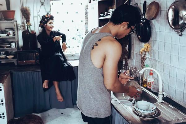 Cười lăn với bộ ảnh cưới phong cách Em là mụ nội của cặp đôi Sài Gòn - Ảnh 6.