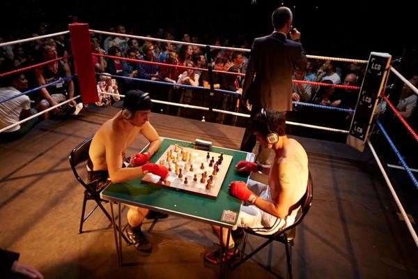 Mệt bở hơi tai cùng môn đấm bốc cờ vua - Ảnh 6.