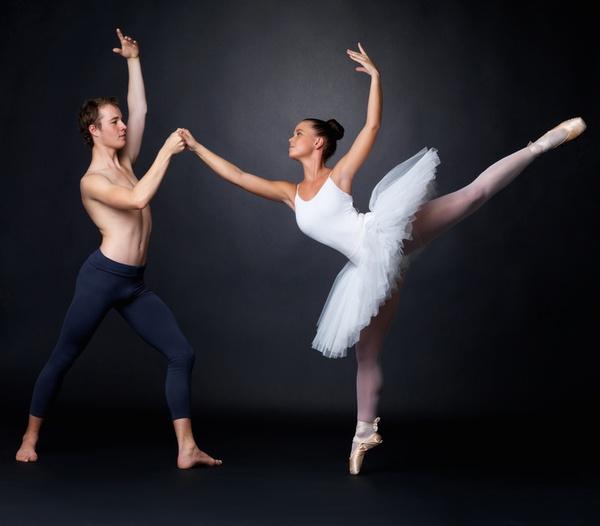 Vũ công ballet, thiên nga mang đôi bàn chân của quỷ dữ - Ảnh 3.