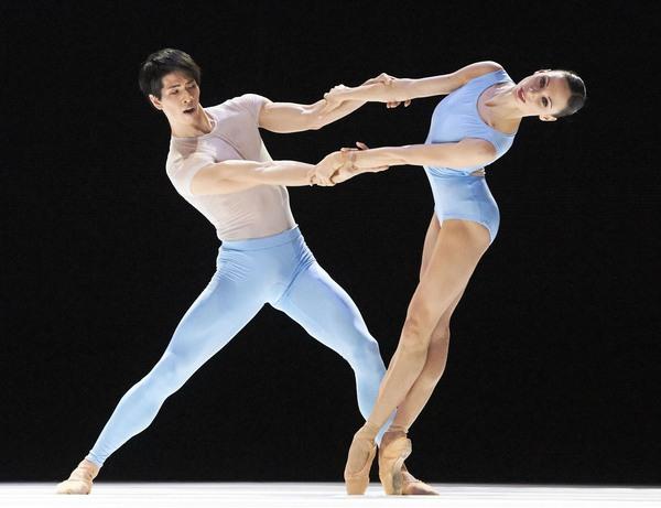 Vũ công ballet, thiên nga mang đôi bàn chân của quỷ dữ - Ảnh 4.