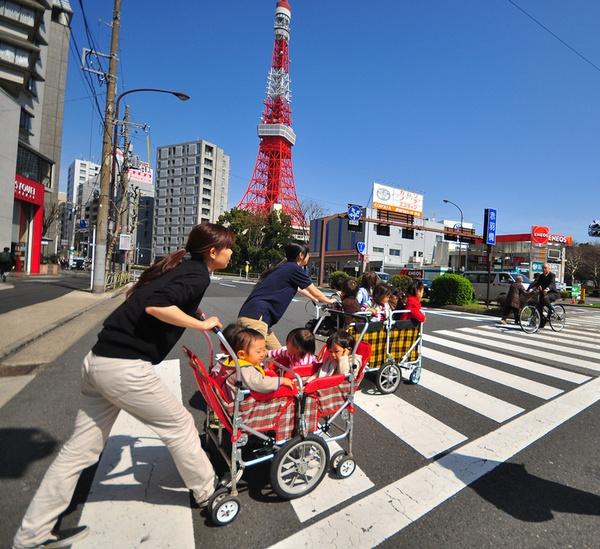 Không thể cưỡng lại trước những hình ảnh quá đáng yêu trên đường phố Nhật Bản - Ảnh 10.