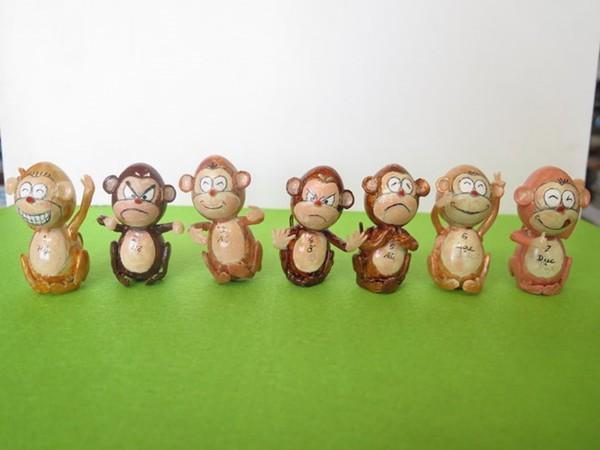 Nghệ nhân làm gần 40 chú khỉ bằng vỏ trứng để chúc Tết - Ảnh 2.