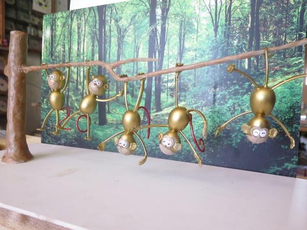 Nghệ nhân làm gần 40 chú khỉ bằng vỏ trứng để chúc Tết - Ảnh 6.
