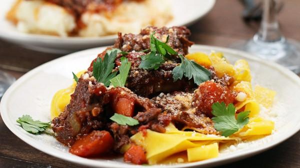 Ăn tối kiểu sang chảnh với ragu sườn nấu vang đỏ - Ảnh 4.
