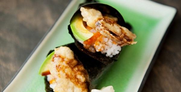 Làm sushi cuộn nấm cắn vào giòn tan ngon mê mẩn