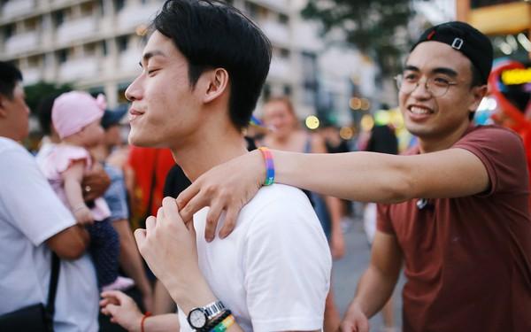 Ngày hội tự hào LGBTI+ Sài Gòn: Những khoảnh khắc đáng nhớ khi phố đi bộ Nguyễn Huệ rợp cờ cầu vồng