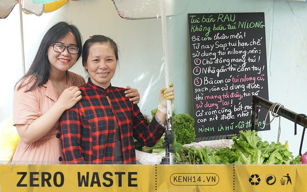 """Người tặng tấm biển """"Tui bán rau, không bán túi nilon"""" cho các sạp hàng ở Sài Gòn: Các cô chú làm được thì chúng mình cũng làm được!"""