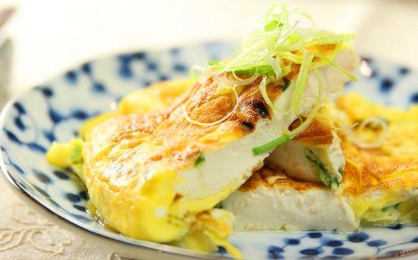 Ăn trứng chiên đậu phụ kiểu nhân nhồi vừa lạ vừa ngon