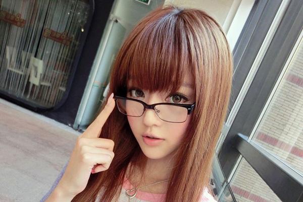 Nếu có độ cận năng mà không sử dụng kính có thể khiến mắt mệt mỏi vì phải điều tiết nhiều
