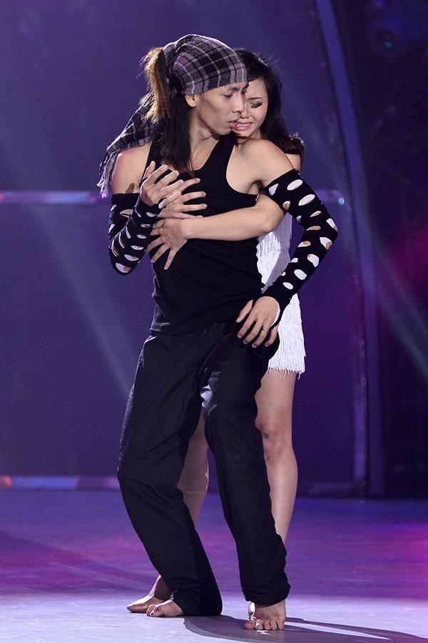 """Trấn Thành khóc khi chia tay thí sinh """"Bước nhảy"""" 7"""