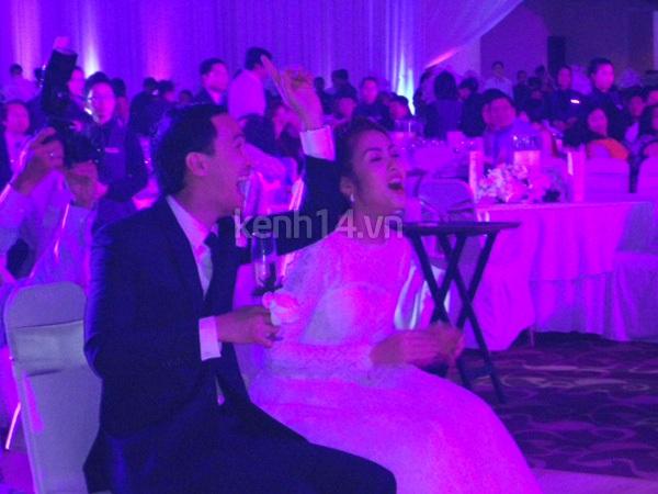 Những hình ảnh hiếm hoi trong tiệc cưới Hà Tăng 10