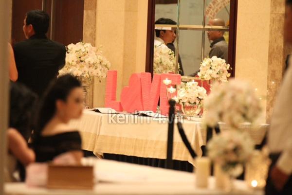 Những hình ảnh hiếm hoi trong tiệc cưới Hà Tăng 31