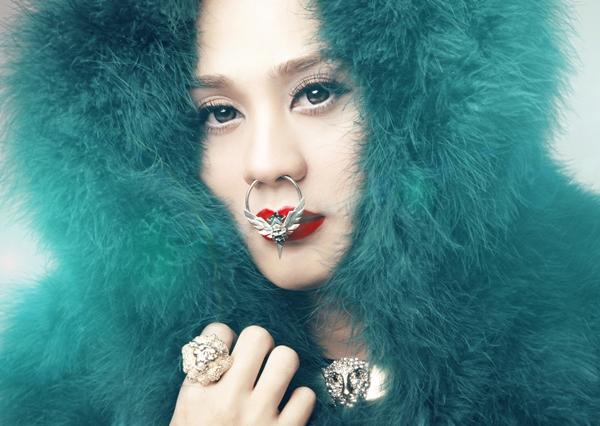 Lâm Chí Khanh nhận mình là ca sĩ chuyển giới đẹp nhất Việt Nam 24