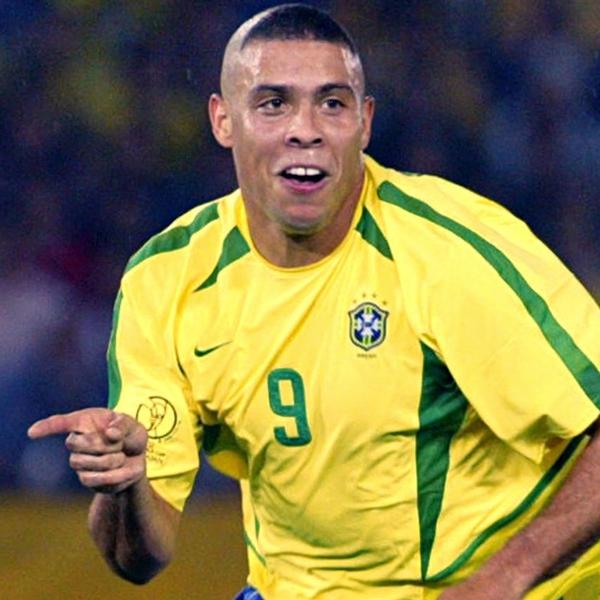 """Ronaldo """"béo"""", Thomas Muller Nằm Trong Số 7 Ngôi Sao"""