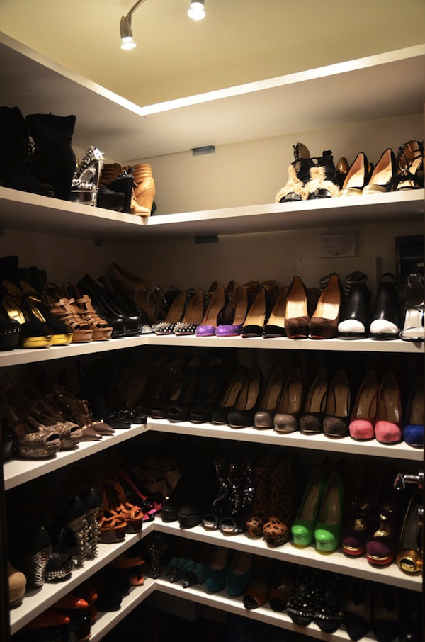 Ngó nghiêng tủ đồ của các fashionista thế giới 9