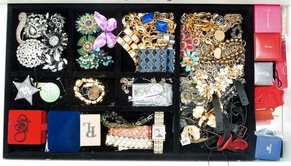 Ngó nghiêng tủ đồ của các fashionista thế giới 45