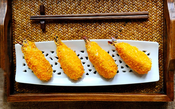 Ăn tôm bọc khoai kiểu vàng ươm giòn rụm
