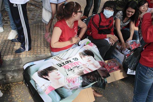 Teen Sài Gòn mặc áo dài nhảy flashmob đón Jae Joong 5