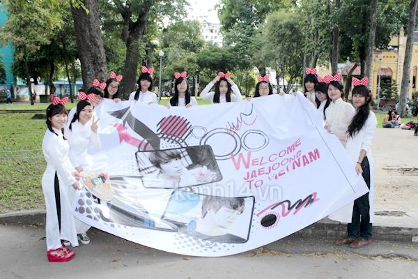 Teen Sài Gòn mặc áo dài nhảy flashmob đón Jae Joong 14
