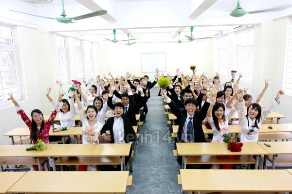 Sinh viên năm cuối nô nức chụp ảnh kỉ yếu  1