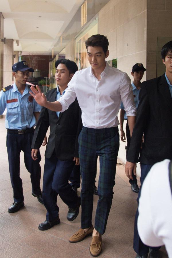 Độc quyền: Hé lộ kịch bản phim ngắn của Kim Woo Bin và ...