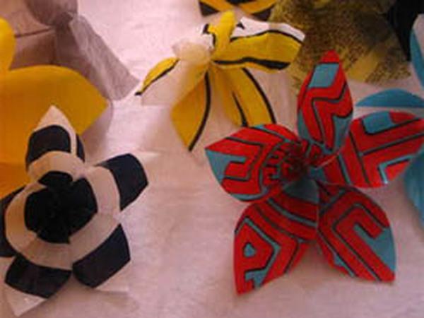 Những bông hoa xinh từ túi nilon cũ
