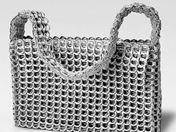 Túi xách không đụng hàng từ nắp lon nè!