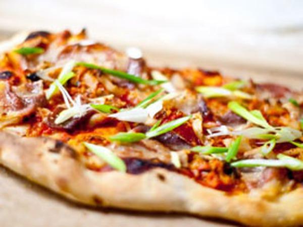 Pizza kim chi cho các bạn thích ăn cay nè!
